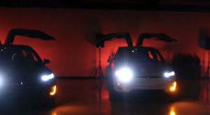 Spectacolul de lumini al acestor Tesla Model X e mai tare decât pomul tău de Crăciun