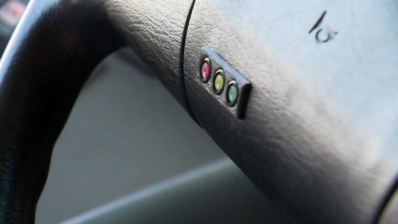 Un biosenzor instalat pe volan nu te lasă să conduci beat