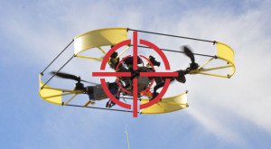 Riscă 51 de închisoare pentru că a folosit o dronă pentru contrabandă