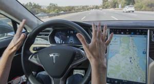 Acest video îți arată ce știe să facă pilotul automat al Tesla