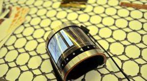 """Această """"cătușă"""" cu display ar putea fi viitorul ceasurilor inteligente"""