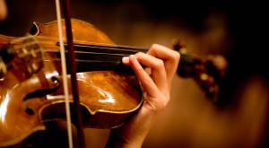 Programul datorită căruia o violonistă cu dizabilități a putut cânta iar