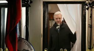 Julian Assange se lasă prins, dar cu o condiție
