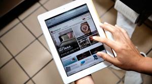 O treime dintre utilizatori își iau dispozitivul mobil în baie și asta îi pune în pericol