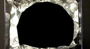 Cel mai întunecat material inventat vreodată arată ca o gaură neagră [VIDEO]