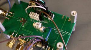 Acest cip poate dubla viteza internetului wireless cu o singură antenă