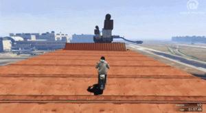 Acest jucător reușește trucuri impresionante în GTA V cu un scooter