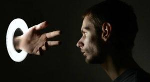 Acest experiment îți arată cum poți avea halucinații fără droguri