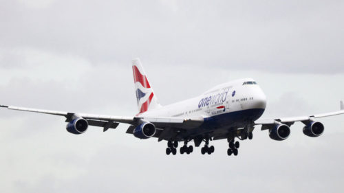 O dronă a lovit un avion ce se apropia de Heathrow