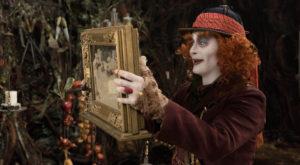 """""""Alice în Țara Oglinzilor"""" ajunge și în cinematografele din România și arată spectaculos"""