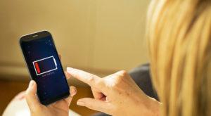Mai mult decât un mit: terminarea bateriei telefonului provoacă anxietate