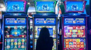 """Amatorii de jocuri de noroc, identificați, arhivați și """"indezirabili"""", în România: ce s-a schimbat"""