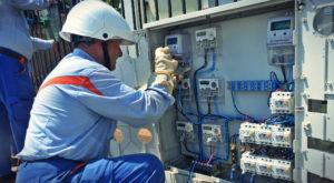 """Energie """"smart""""? ENEL instalează 110.000 de contoare inteligente și promite că e în avantajul tău"""