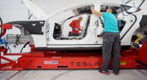 Tesla exploatează muncitori est-europeni la fabricile din SUA