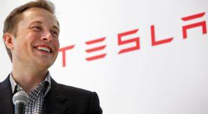 Elon Musk: Google nu poate concura cu Tesla, dar Apple da