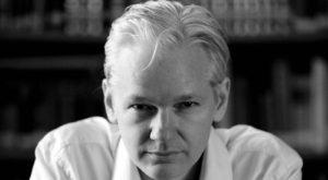 Omul care a publicat secretele murdare ale SUA arată cum lucrează Google cu Clinton