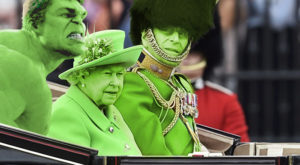 """""""Ecranul verde"""" al reginei a stârnit reacții amuzante printre internauți"""