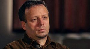 """Hackerul român Guccifer ar fi mințit că a """"spart"""" serverul lui Hillary Clinton, potrivit șefului FBI"""