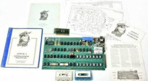 Prototipul primului computer Apple a fost vândut la licitație pentru o sumă imensă