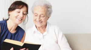 Oamenii care citesc regulat trăiesc mai mult