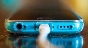 Greșeli frecvente pe care le faci și care distrug bateria telefonului