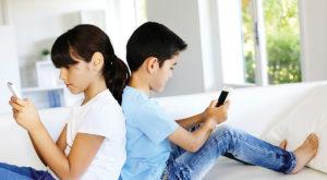 Fete vs băieți: comportamentul online al copiilor, în funcție de gen