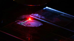 Medicii s-ar putea folosi de laser pentru a identifica tumorile