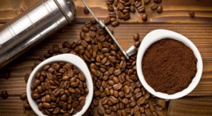 Cafeaua măcinată poate filtra apa contaminată