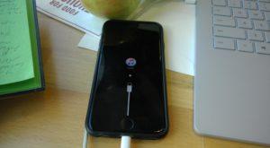 Actualizarea la iOS 10 v-a blocat iPhone-ul: Care este soluția