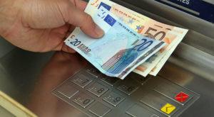 Un hacker român a fost arestat pentru că ar fi furat milioane din ATM-uri londoneze