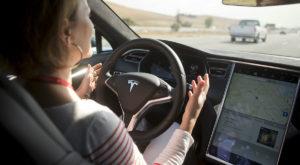 Tesla va lansa un serviciu similar Uber