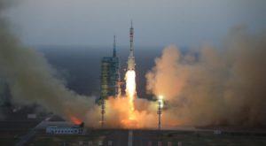 Chinezii au trimis doi astronauți în spațiu, către propriul laboratorul spațial