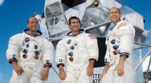 NASA a trimis oameni pe Lună cu pornografie lipită de costume