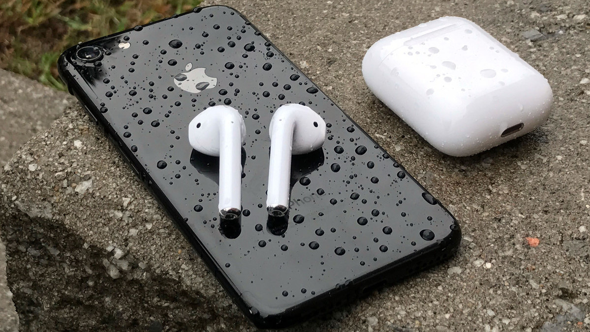 apple airpods-iphone-7-rain