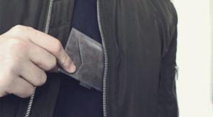 Un român a creat portofelul cu sisteme antifurt integrate
