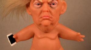 Un artist a creat o păpușă goală care îl întruchipează pe președintele Trump