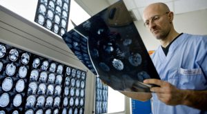 Primul transplant de cap, amânat: cât de dificilă e operația