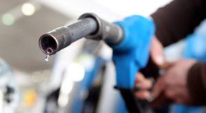 Totul despre prețul benzinei: de ce costă litrul mai puțin de 5 lei și cât se va menține acolo