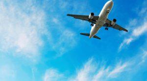 O femeie a fost arsă de căștile pe care le purta în timpul unui zbor