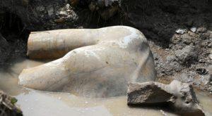 Una dintre cele mai importante statui egiptene, descoperită într-o mahala