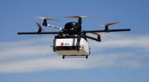 Dronele cu brațe îți vor livra cumpărăturile direct la ușa casei