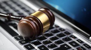 Curțile de judecată se folosesc de inteligența artificială pentru a condamna criminalii
