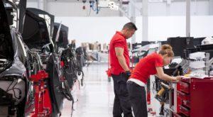 """Tesla începe să """"scârțâie"""": ce decizii de criză a luat producătorul american"""