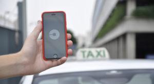 """""""Uber este firmă de transport"""". Ce implicații ar avea reglementarea ca taxi"""