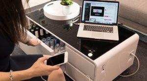 Sobro este o masă de cafea futuristă încărcată cu funcții utile
