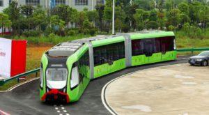 """Chinezii au creat """"trenul"""" autonom care merge pe linii de pe asfalt în loc de șine"""