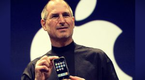 Cei patru oameni care au pus mâna pe primul iPhone
