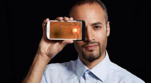 Utilizarea intensă a smartphone-ului ți-ar putea schimba forma ochilor