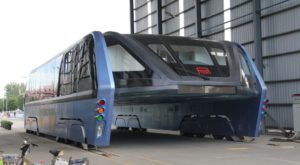 Autobuzul pe sub care puteai circula cu mașina s-a dovedit a fi o înșelătorie