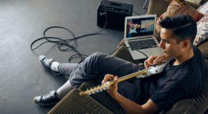 De acum, poți lua lecții de chitară prin intermediul unei aplicații pentru telefon
